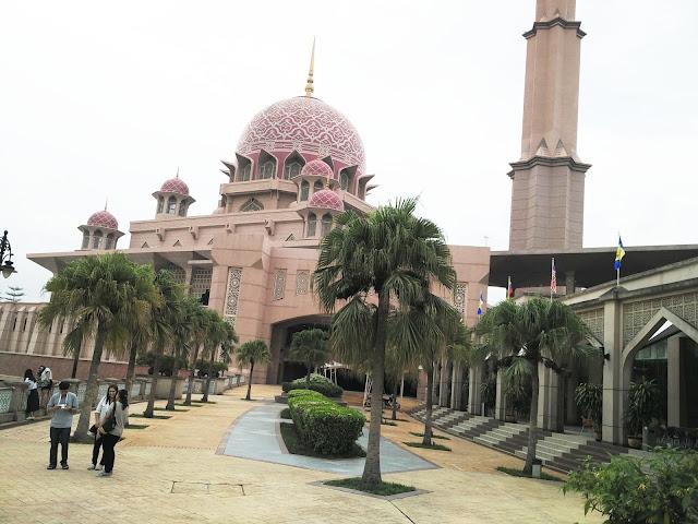 suasana Mesjid Putra Jaya Malaysia