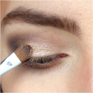 Magnifying makeup eyes