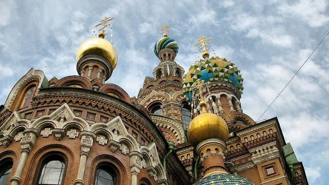 Foto bangunan kuno unik di Saint Petersburg Rusia