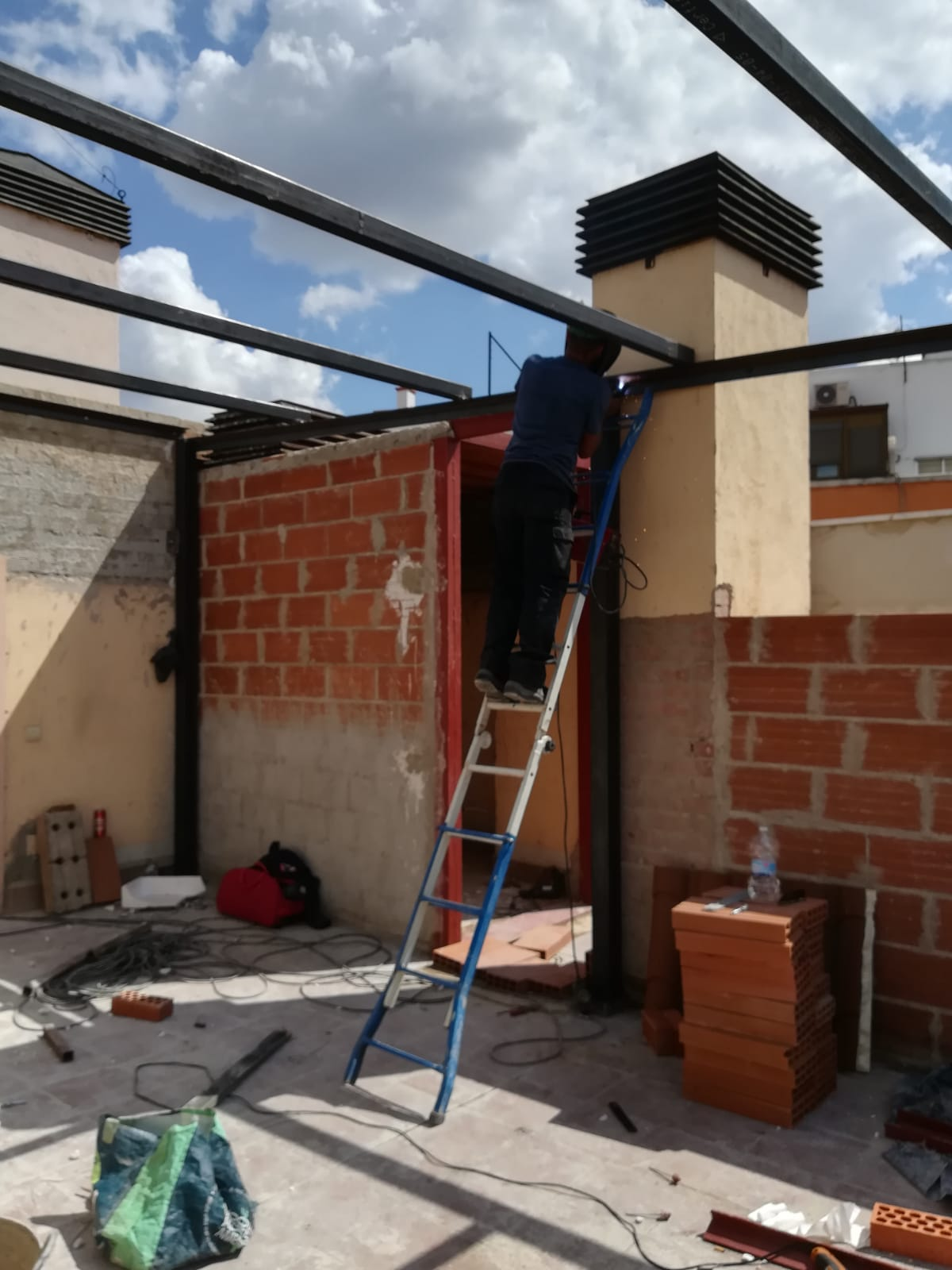 Montadores de techos tejados y fachadas panel madrid for Cambiar tejado casa antigua