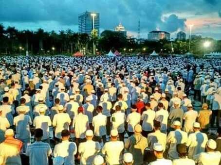 Dalam Acara Munajat 212, HRS Ajak Massa Ikuti Hasil Ijtima Ulama