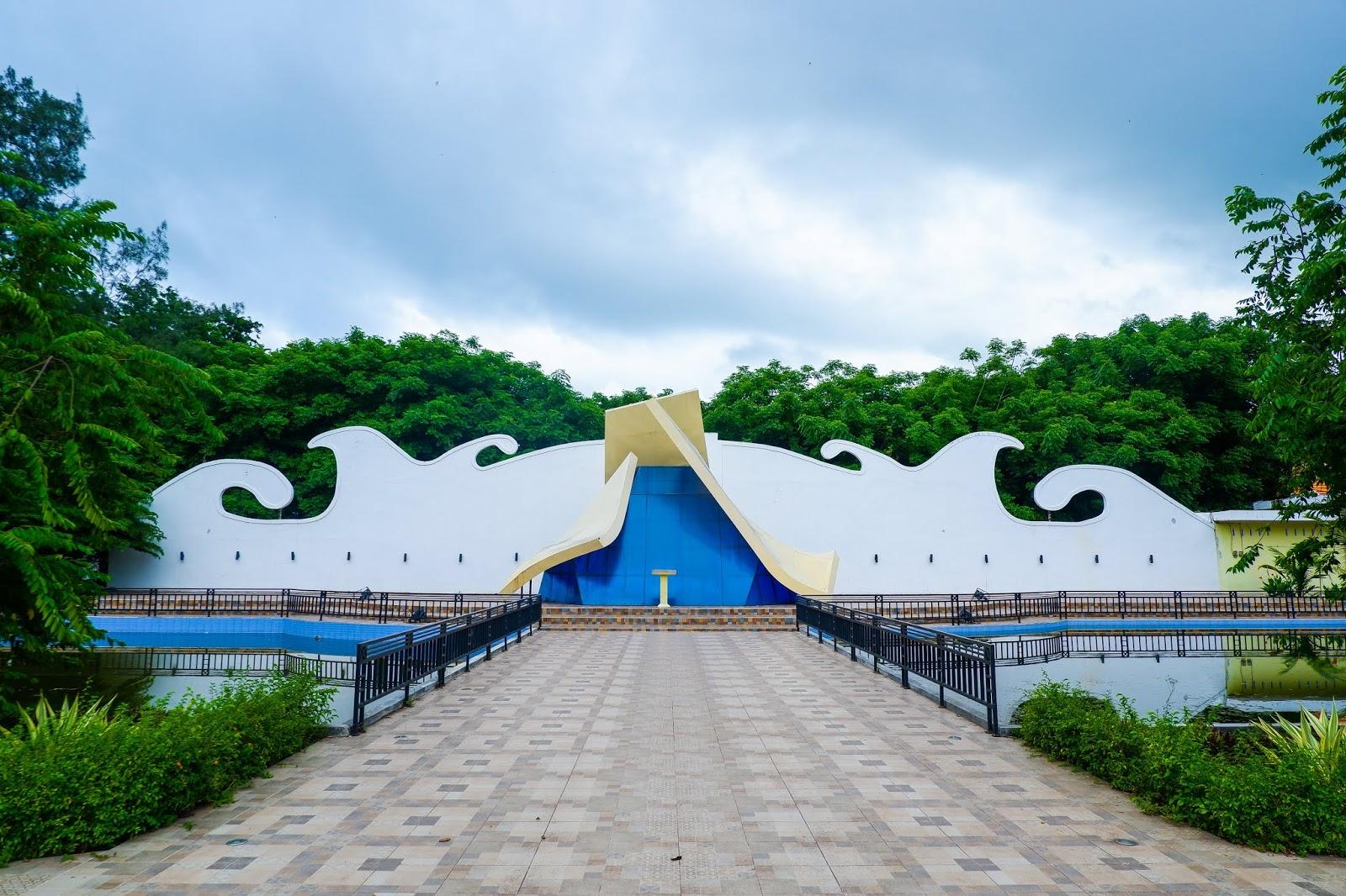 monumen tsunami maumere