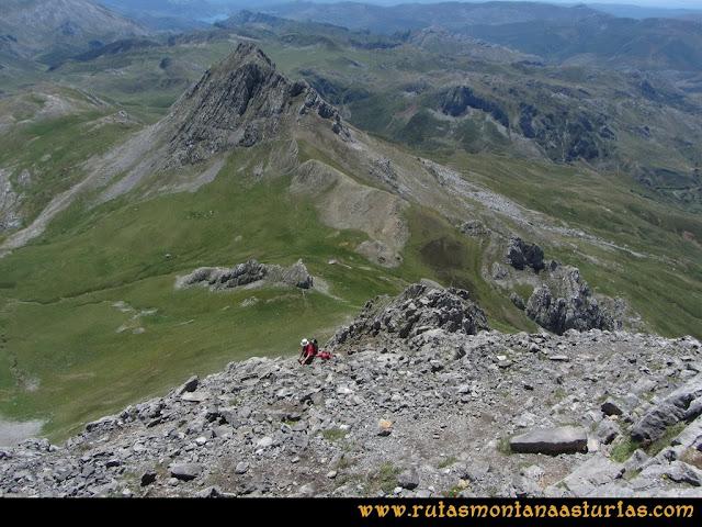 Ruta Tuiza de Arriba-Peña Ubiña: Vista Ubiña Pequeña