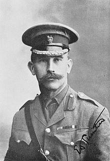Penemu Tank adalah Sir Ernest Swinton dari Inggris