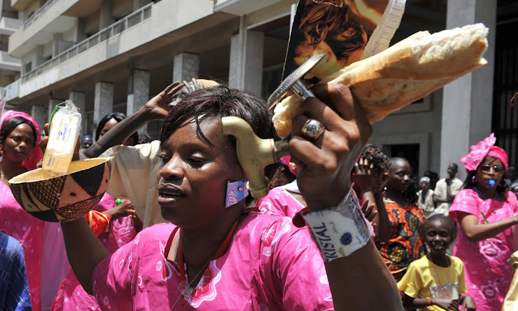 Woman protests against rising food prices in Dakar, Senegal, May 2008