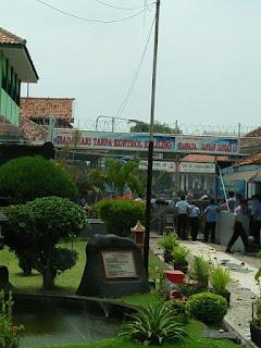Alat Komunikasi Penyebab Ricuhnya Warga Binaan Lembaga Pemasayarakatan  Kesambi Cirebon