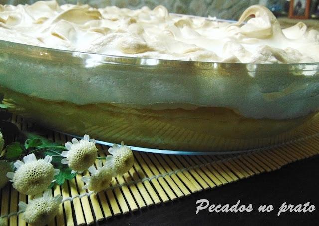 Arroz doce coberto com merengue