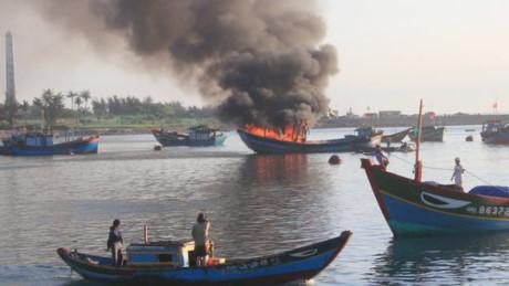 Quảng Ngãi 2 ngư dân tử vong sau sự cố nổ bình gas trên tàu cá
