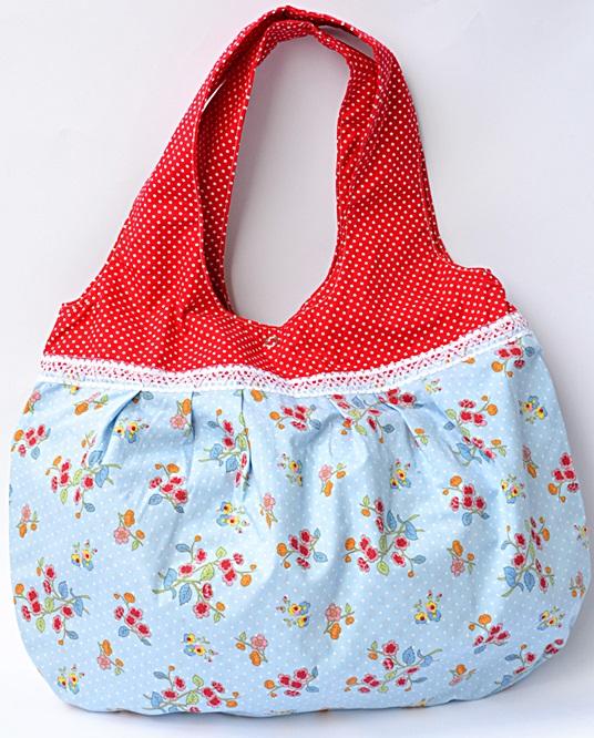 https://de.dawanda.com/product/115197587-shopper-tasche-blumen-punkte-hellblau-rot