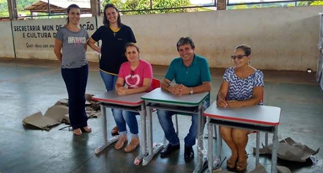 Iretama: Secretaria de Educação entrega novas carteiras escolares para as escolas Santa Rosa e Maria de Lourdes