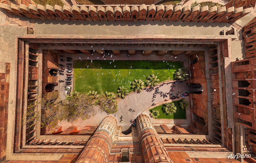 Beautiful Panoramic Pictures Of 20 Famous Cities - Agra Fort, India