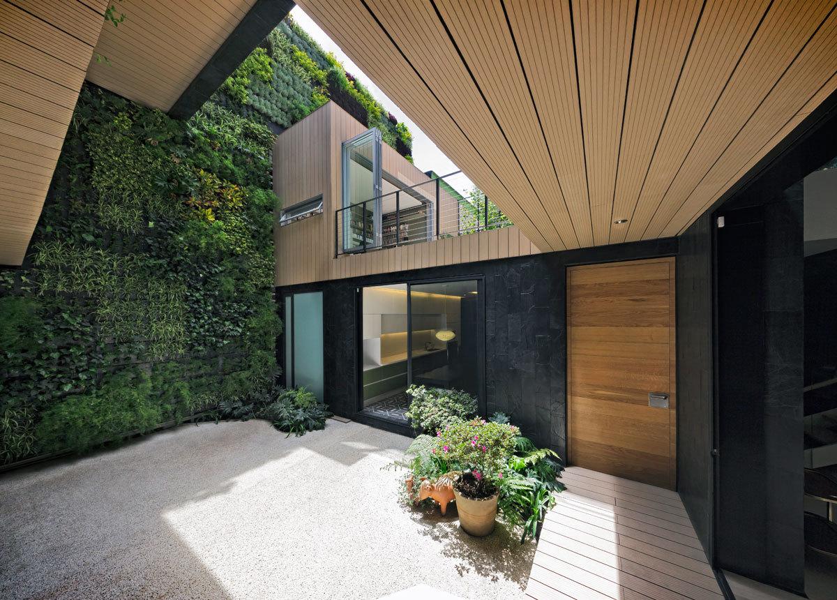 Casa cormanca arquitectura sostenible para la ciudad de for Jardines patios casas