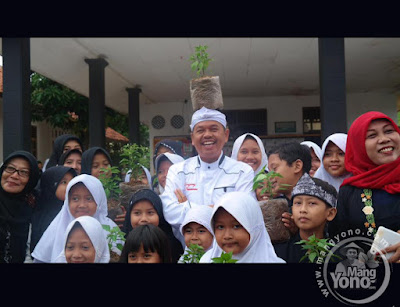 Kang Dedi Mulyadi Bupati Purwakarta Wajibkan Siswa Tanam Cabai di Sekolah dan di Rumah