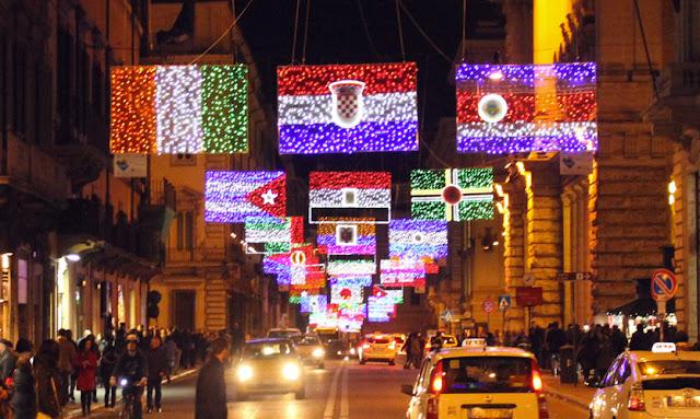Passeio pela Via del Corso no Natal em Roma