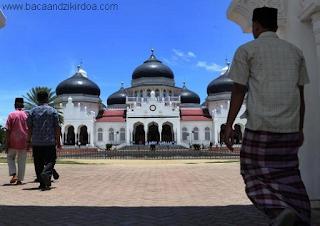 Bacaan Doa Ketika Berjalan Menuju Masjid Arab Latin dan Terjemahannya