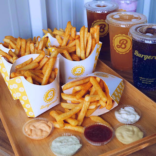 fries and sauces at Burgerous