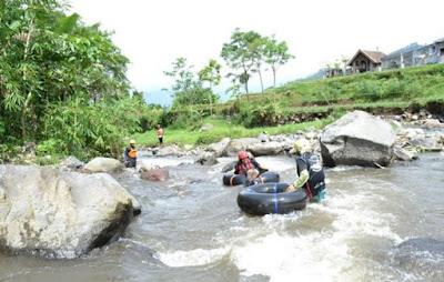 wisata tubbing Kebun Bunga Sidomulyo Malang