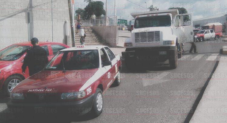 Ejecutan a cuatro personas y las abandonan en un camión en Tlalnelhuayocan, Veracruz