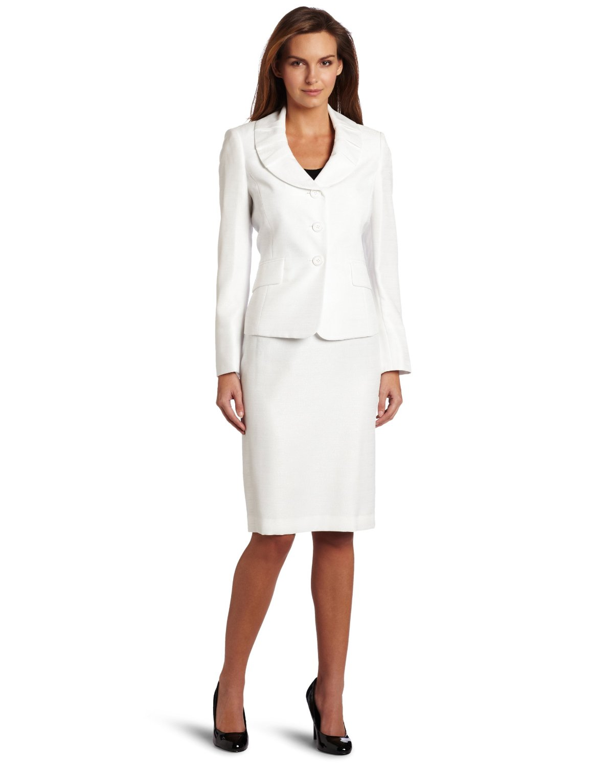 The images featured below are great options for a formal business environment, in which the standard dress code for men and women is a suit, a jacket, and pants or a dress skirt. Wearing clean and pressed attire is just as important in maintaining a business formal image. Also, keep in mind that maintaining a professional image in a formal business environment always includes dressing.