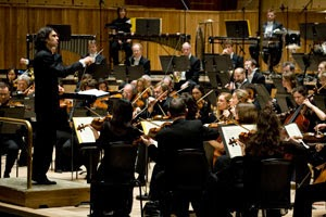 The London Philharmonic Orchestra with Principal Conductor Vladimir Jurowski in the Royal Festival Hall (Photo © Richard Cannon)