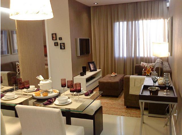 Decora o salas pequenas de apartamento cores da casa for Cortinas departamentos pequenos