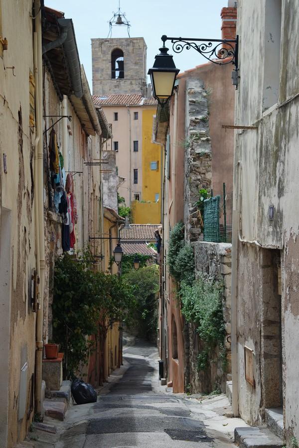 hyères var ville haute vieille médiéval moyen âge ruelle collégiale saint paul