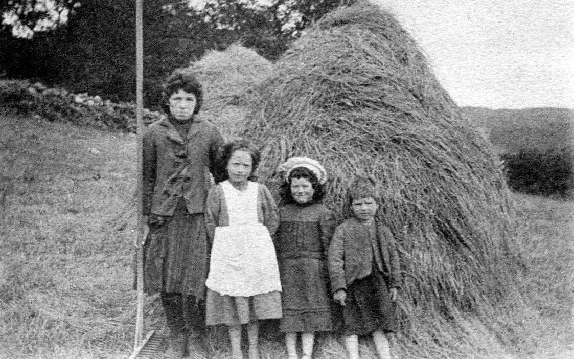 Tour Scotland Photographs: Old Photograph Mother And Children Farm Perthshire Scotland