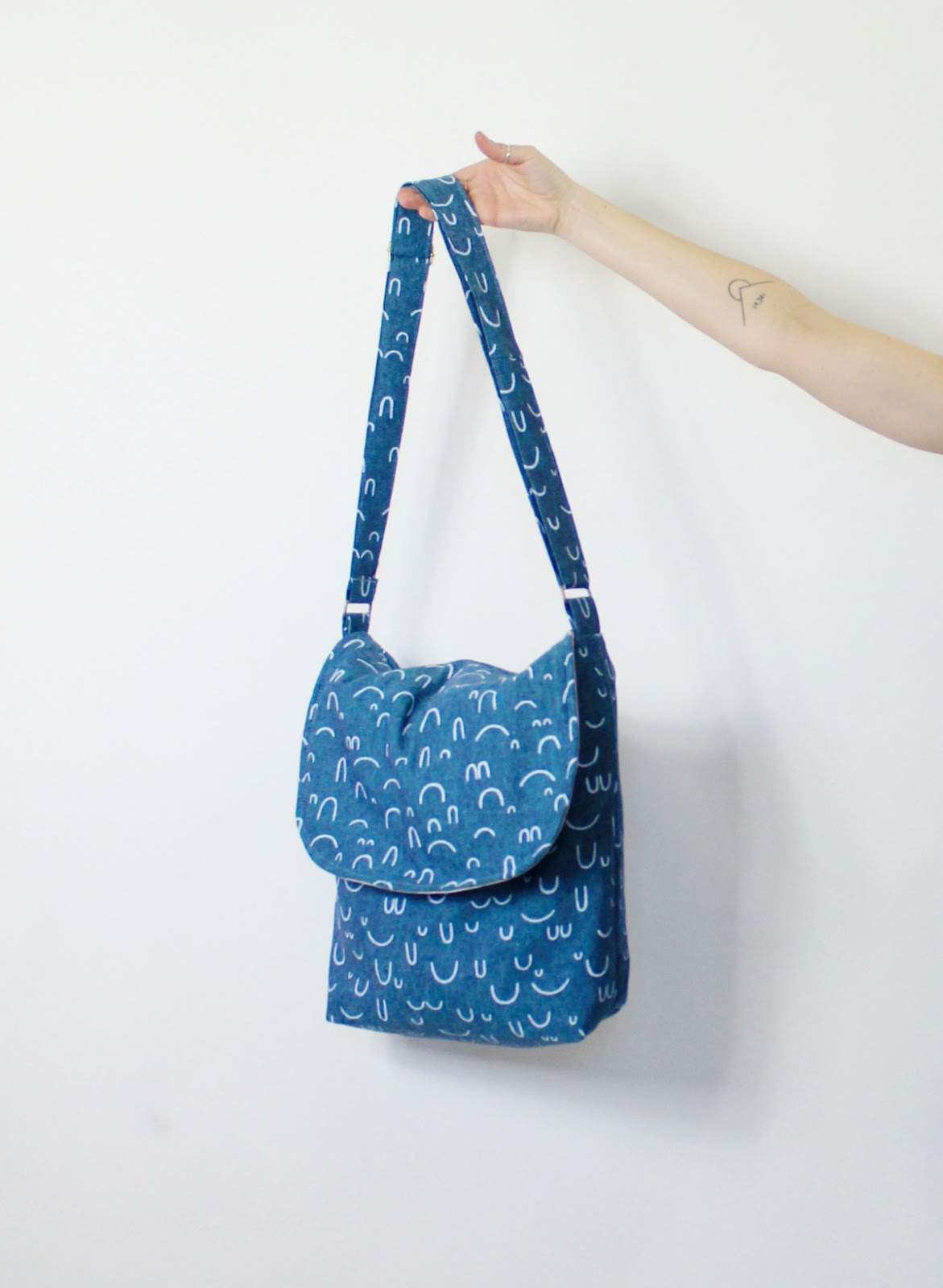 sewhungryhippie: Iris Messenger Bag PDF sewing pattern
