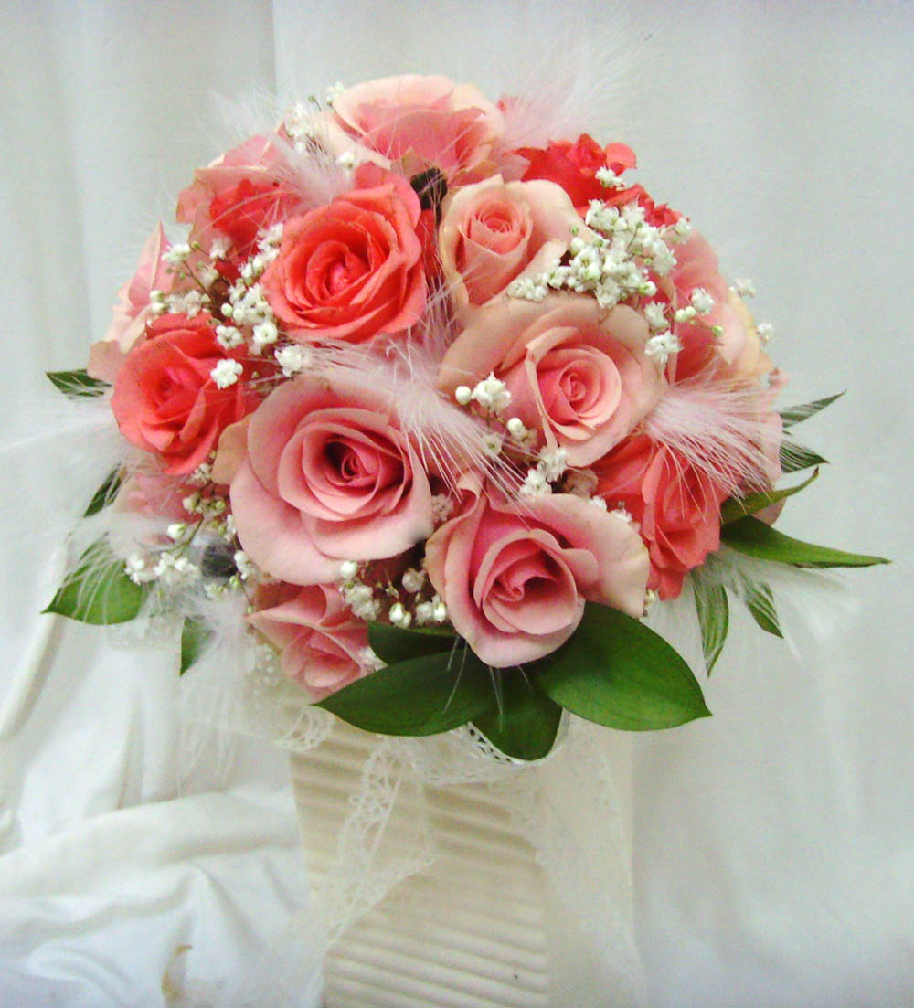 Make A Round Bridal Bouquet Of Fresh Flowers