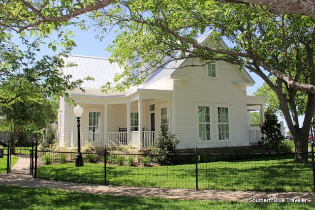 Chip & Joanna Gains' ~ Magnolia House