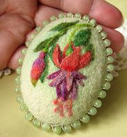 medaglione con lana cardata