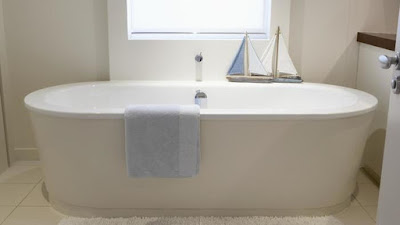 What is the standard bathtub measurements