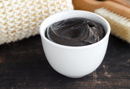 Préparer un gommage anti-cellulite avec le marc de café
