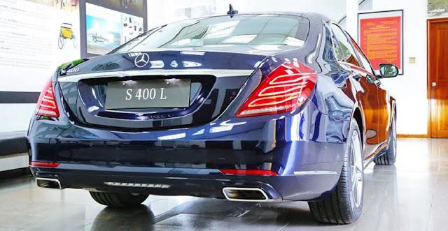 Đuôi xe Mercedes S450 L Star 2018 được thiết kế sắc nét với những đường cong mềm kéo dài từ bên hông ra phía sau đuôi xe