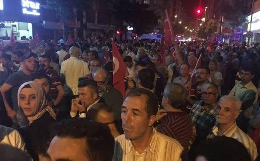Pendukung Erdogan turun ke jalan melawan kudeta (c) 2016 Merdeka.com