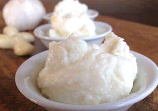Cara Membuat Pasta Bawang Putih Untuk Jerawat