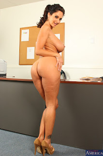 Ava-Addams-%3A-Fucking-in-the-desk-with-her-bubble-butt-%23%23-NAUGHTY-AMERICA-s6vw0p2ybr.jpg