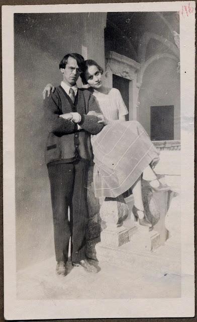 El nio vampiro lee Memorias de Bergman y Berberova