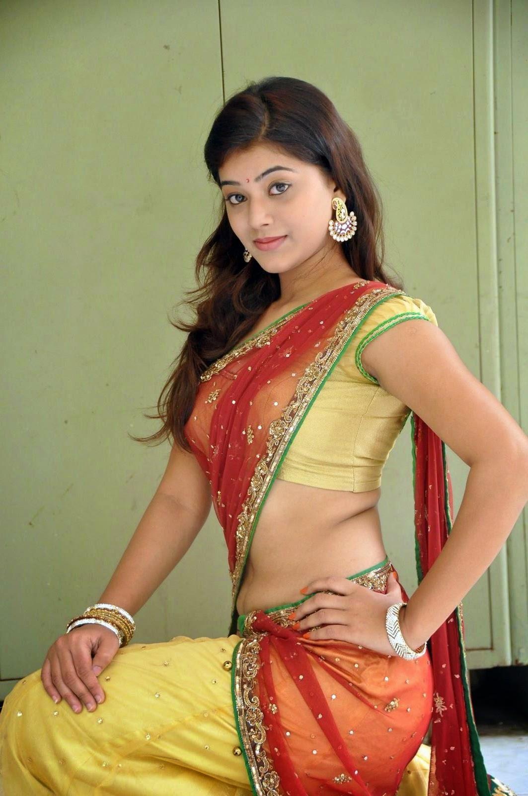 yamini bhaskar half saree navel