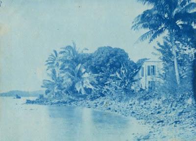 Photographie ancienne, habitat Sainte-Marie Madagascar