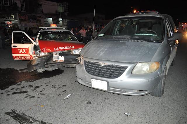Taxi choca contra Camioneta