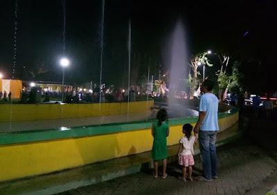 Keindahan Air Mancur Di Alun-Alun Lumajang Jawa Timur
