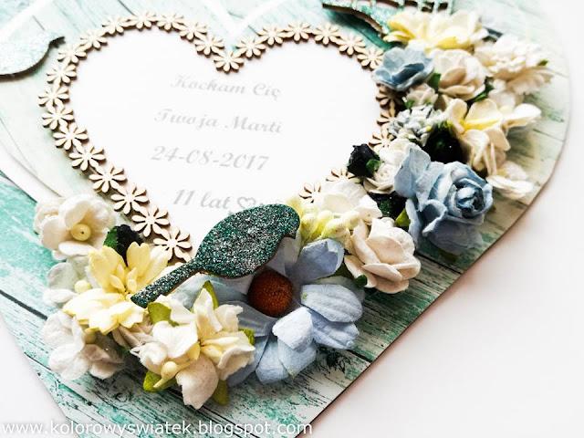 serce ozdobione kwiatami i tekturkami