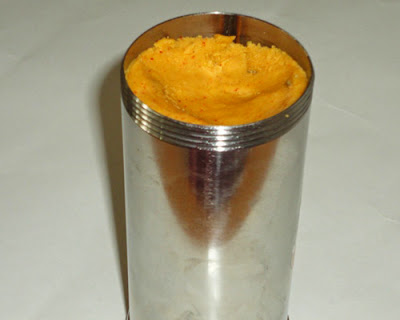 fill the chaklu maker with dough
