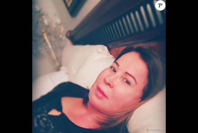 f7fca092a A ex-mulher de Zezé publicou uma foto sem o curativo após rejeição de  prótese de silicone.Ao ser liberada do hospital Sírio Libanês