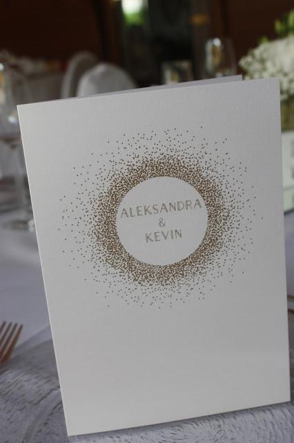 Menükarten Glanzvoll die Kartenmacherei Gold und Weiß, goldene Sommerhochzeit im Riessersee Hotel Garmisch-Partenkirchen, gold white wedding in Garmisch, Bavaria, lake-side, summer wedding