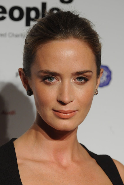 emily emily blunt the girl on the train