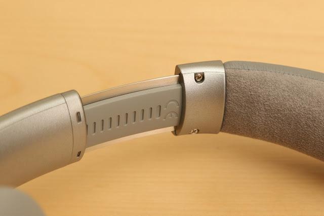 BOSE QC35 支架並且具有調整機制,可隨使用者頭型大小調整