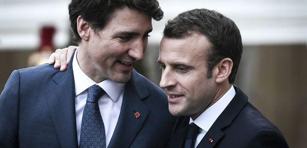 Emmanuel Macron et Justin Trudeau à APris le 16 avril 2018. ((STEPHANE DE SAKUTIN / AFP))