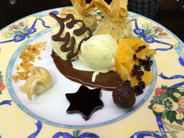 Lebkuchen Strudel-Päckchen,Vanilleeis, Mandarinen und Schokolade